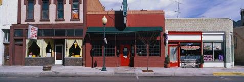 Torefronts sur une rue principale typique Images libres de droits