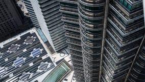 Toren één van de Tweelingtorens van Petronas in Kuala Lumpur Royalty-vrije Stock Afbeeldingen