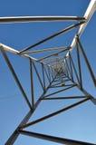 Toren 1 die van de hoogspanning omhoog eruit zien Stock Afbeeldingen