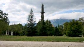 Toren in de stad van Grenoble stock footage