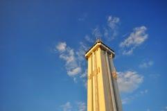 Toren en Blauwe Hemel Stock Foto