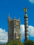 Toren en colunm in Parijs Stock Foto