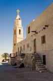 Toren en het inbouwen van oud klooster Royalty-vrije Stock Foto's