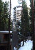 Toren en ingang aan het Vooruitzicht van Lipno van sleepbomen stock foto