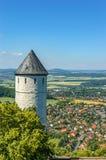 Toren en Mooie Landschap en Kleine Stad Stock Foto