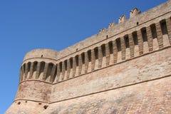 Toren en Urbisaglia-muren, Marche, Italië royalty-vrije stock afbeelding
