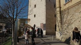 Toren Lotrscak in Zagreb stock video