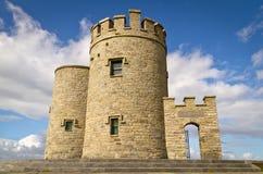 Toren op Klippen van Moher Stock Foto's