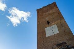 Toren van Barbaresco, in Langhe-gebied Piemonte, Italië royalty-vrije stock foto's