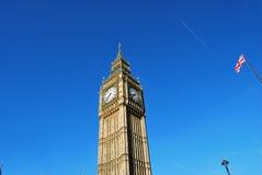 Toren van Big Ben, Lantaarnpaal en Britse Vlag Royalty-vrije Stock Foto