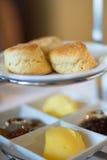 Toren van buitensporige desserts, koekjes en andere delicatessen Royalty-vrije Stock Afbeelding
