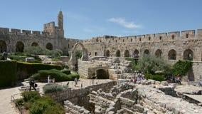 Toren van David en archeologische tuin in Jeruzalem, Israël stock footage