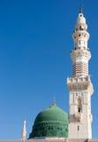 Toren van de Nabawi-moskee againts blauwe hemel Royalty-vrije Stock Fotografie