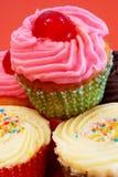 Toren van diverse cupcakes stock foto's