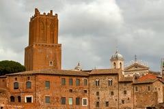 Toren van het Forum van oude Trajan in Rome Stock Foto