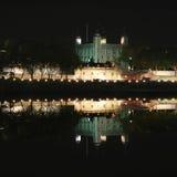 Toren van Londen bij nacht Stock Foto