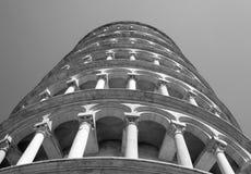 Toren van Pisa in Piazza dei Miracol van onderaan 16 wordt gefotografeerd die Stock Foto