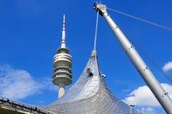 Toren van stadion van Olympiapark in München Stock Afbeeldingen