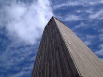Toren wat betreft de wolken royalty-vrije stock afbeeldingen