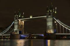 Torenbrug bij nacht in Londen het Verenigd Koninkrijk Royalty-vrije Stock Foto's