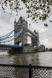 Torenbrug & de Bewolkte dag Stock Afbeeldingen