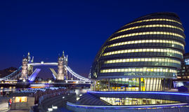Torenbrug en Stadhuis in Londen Royalty-vrije Stock Afbeeldingen