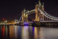 Torenbrug in Londen, het UK bij nacht Royalty-vrije Stock Afbeeldingen