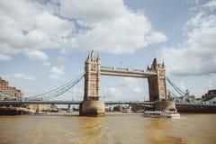 Torenbrug in Londen, het UK Mening van rivier Theems Stock Foto