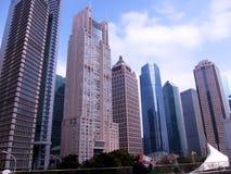 Torenhoge moderne gebouwen in het stadscentrum Stock Afbeeldingen