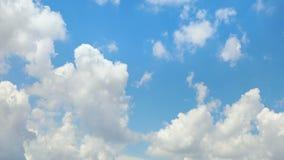 Torenhoge wolkenlijn - 60 seconden met tijdtijdspanne voelen stock video