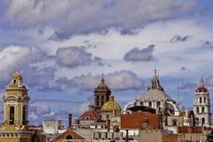 Torens en koepels van Puebla Stock Afbeeldingen