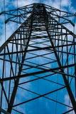 Torens met hoog voltage van machtslijnen royalty-vrije stock afbeeldingen