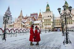 Torens van cultureel vermaak het complexe Kremlin in Izmailovo in de winter, één van de populairste oriëntatiepunten van Moskou,  royalty-vrije stock afbeeldingen