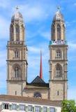 Torens van Grossmunster met een banner Stock Afbeelding