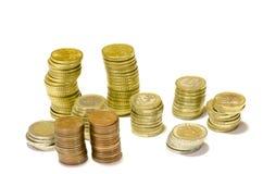 Torens van muntstukken van geïsoleerde euro Stock Foto