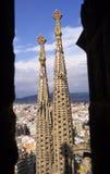 Torenspitsen door de overwelfde galerij Stock Foto