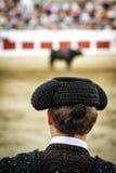 Torero spagnolo che guarda tauromachia fotografia stock libera da diritti