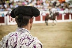 Torero spagnolo che guarda tauromachia in Jaén immagini stock libere da diritti