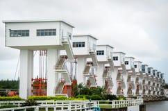 Torgebäude des weißen Wassers stockbild