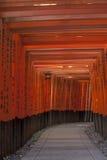 Tori na Inari świątyni Zdjęcia Stock