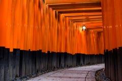 给torii装门 免版税库存照片