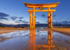 Torii al santuario di Itsukushima Fotografie Stock Libere da Diritti