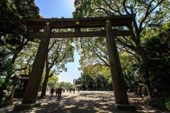 Torii brama przy Meiji Jingu Zdjęcie Stock