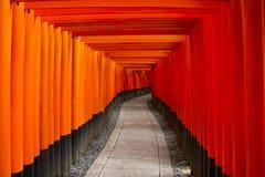 Torii d'orange de fond images stock