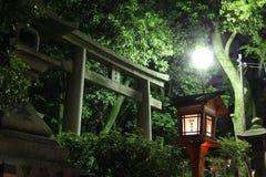 Torii dans un tombeau à Kyoto, Japon Photos libres de droits