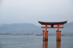 Torii do santuário de Itsukushima Imagens de Stock