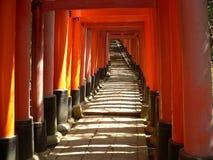 Torii en la capilla de Fushimi Inari Imagen de archivo libre de regalías