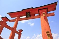 Torii en la capilla de Itsukushima Imagen de archivo libre de regalías