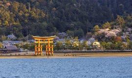 Torii en la capilla de Itsukushima Imagen de archivo