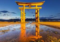 Torii en la capilla de Itsukushima Imagenes de archivo